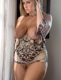 The voluptuous Rockell unleashes her dangerous curves in this steamy solo performance.